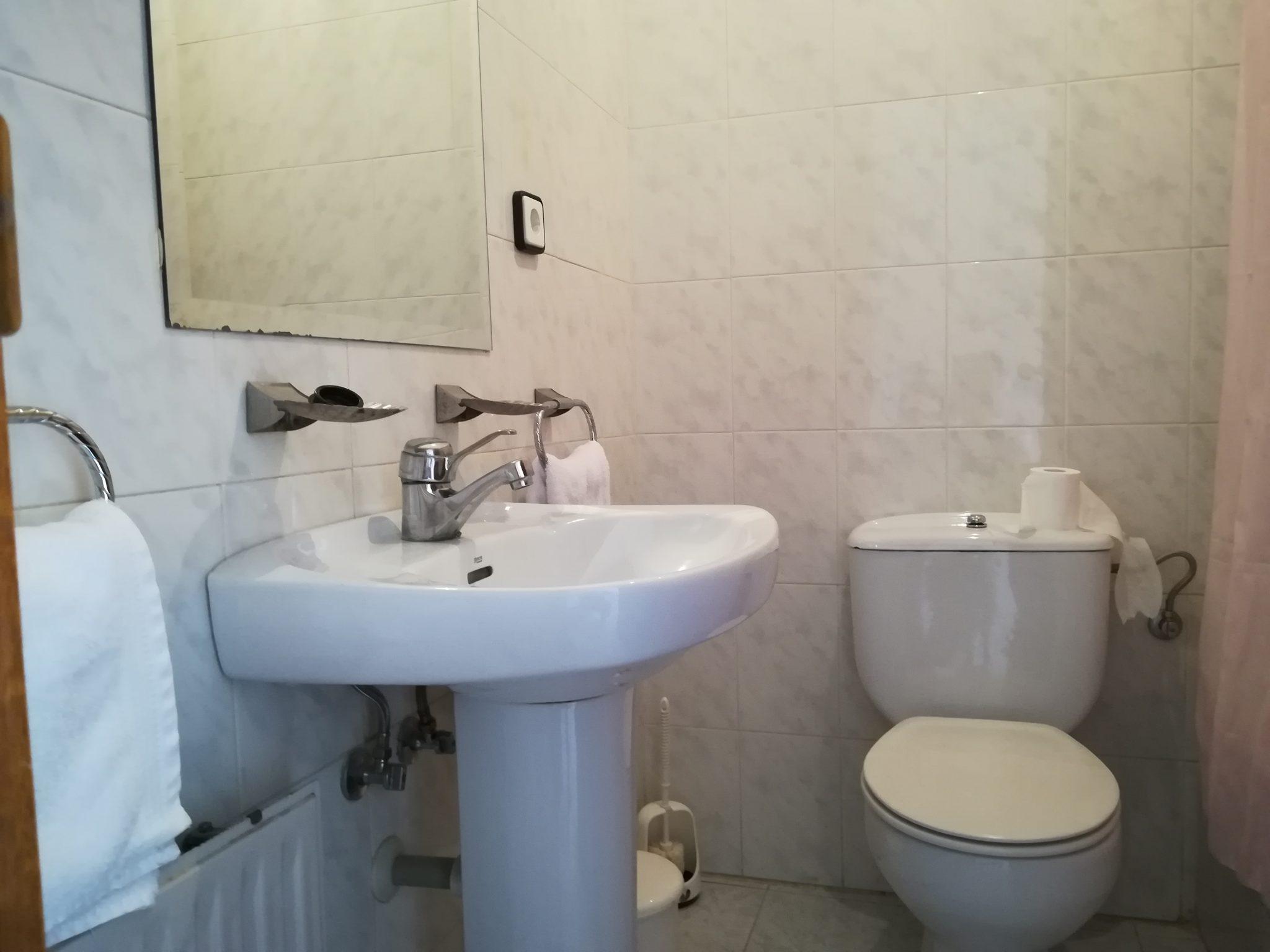 baño hostal 3