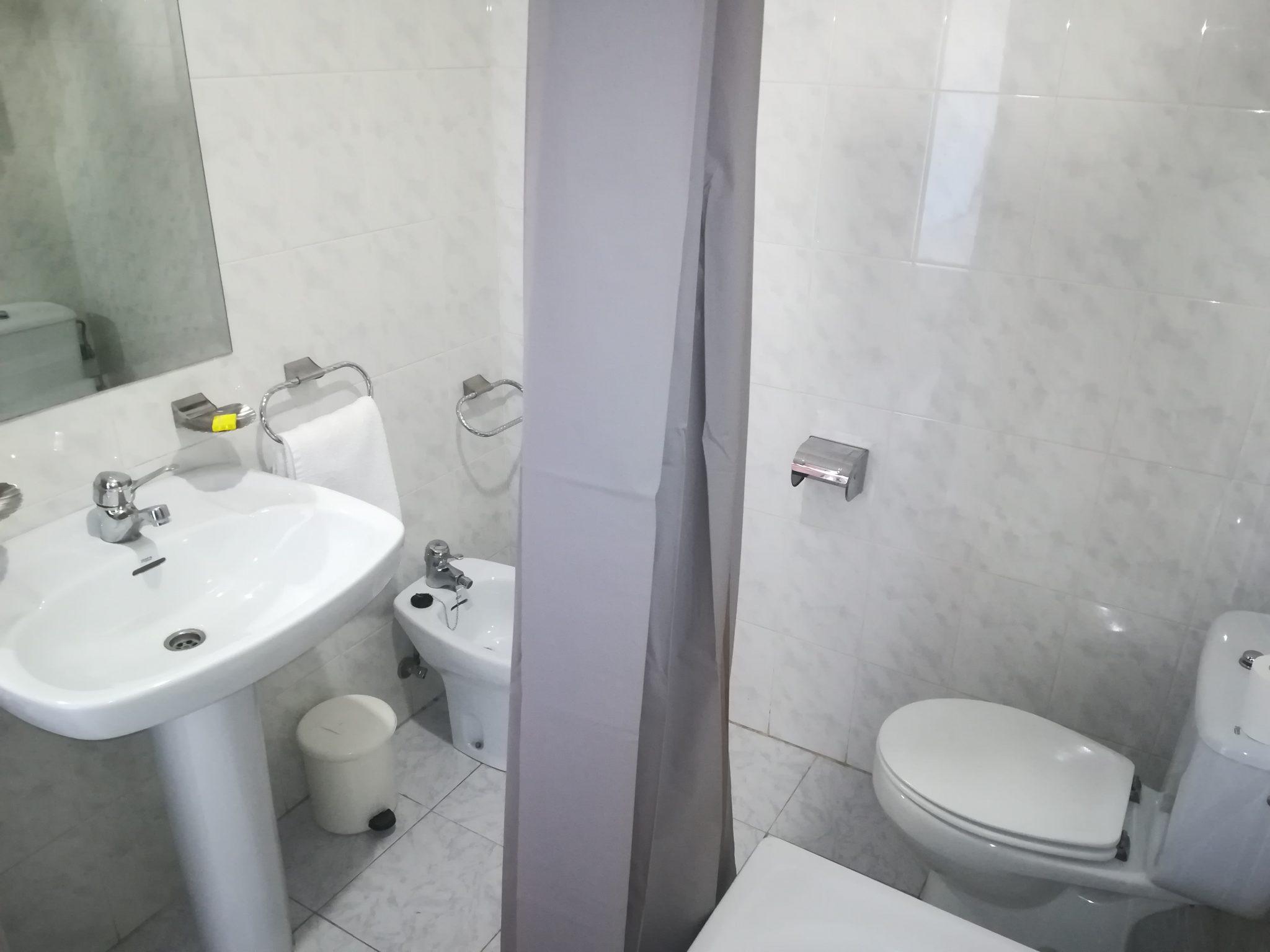 Baño hostal 2